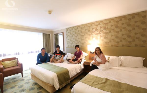 Holiday Inn Golden Mile ห้องใหญ่ ทำเลเยี่ยม เดินทางสะดวก อยู่ในแหล่งช๊อปปิ้งย่าน Tsim Sha Tsui