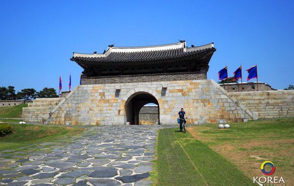 ป้อมฮวาซอง Hwaseong Fortress แห่ง ซูวอน